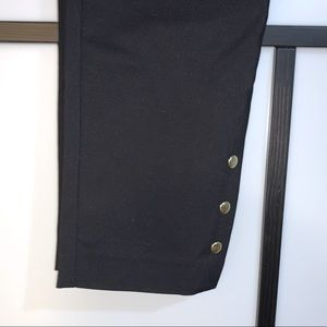 JNY Capris with Accent Buttons at Bottoms